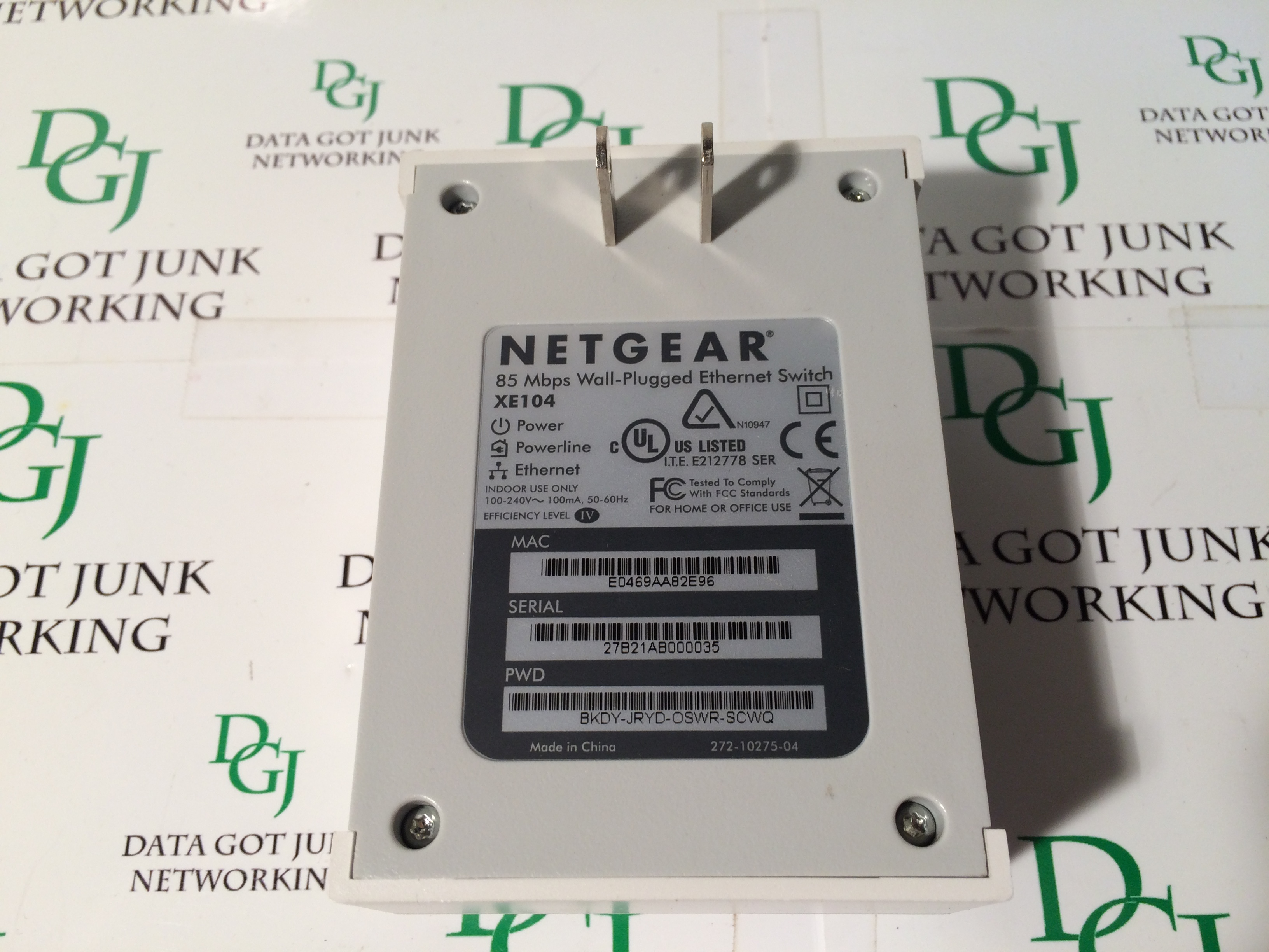Netgear xet1001 & xe104 85mbps wall-plugged ethernet adapter kit.